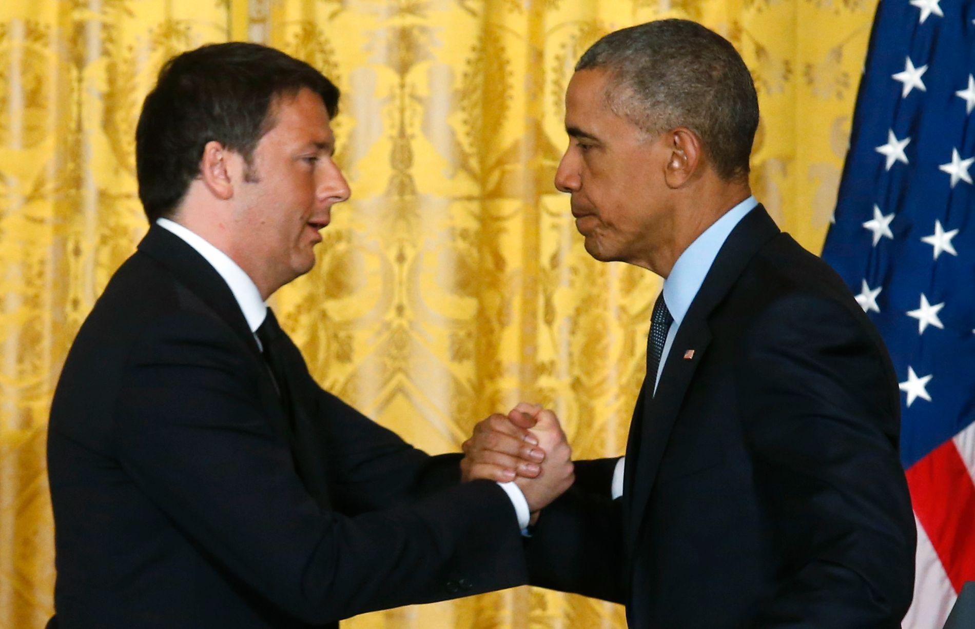 GJENSYN: Statsminister Matteo Renzi og president Barack Obama møttes i Det hvite hus så sent som i fjor vår. I kveld møtes de igjen før det italienske regjeringssjefen skal hjem og slåss for sitt politiske liv.