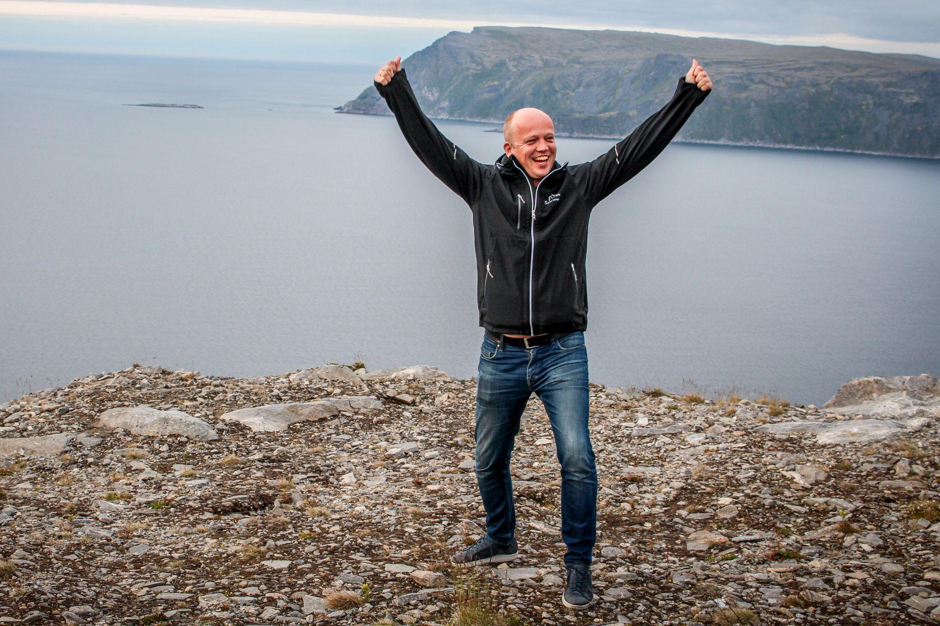 JUBLER: Senterparti-leder Trygve Slagsvold Vedum på vei til Måsøy i Finnmark der han håper på mer makt i flere kommuner.