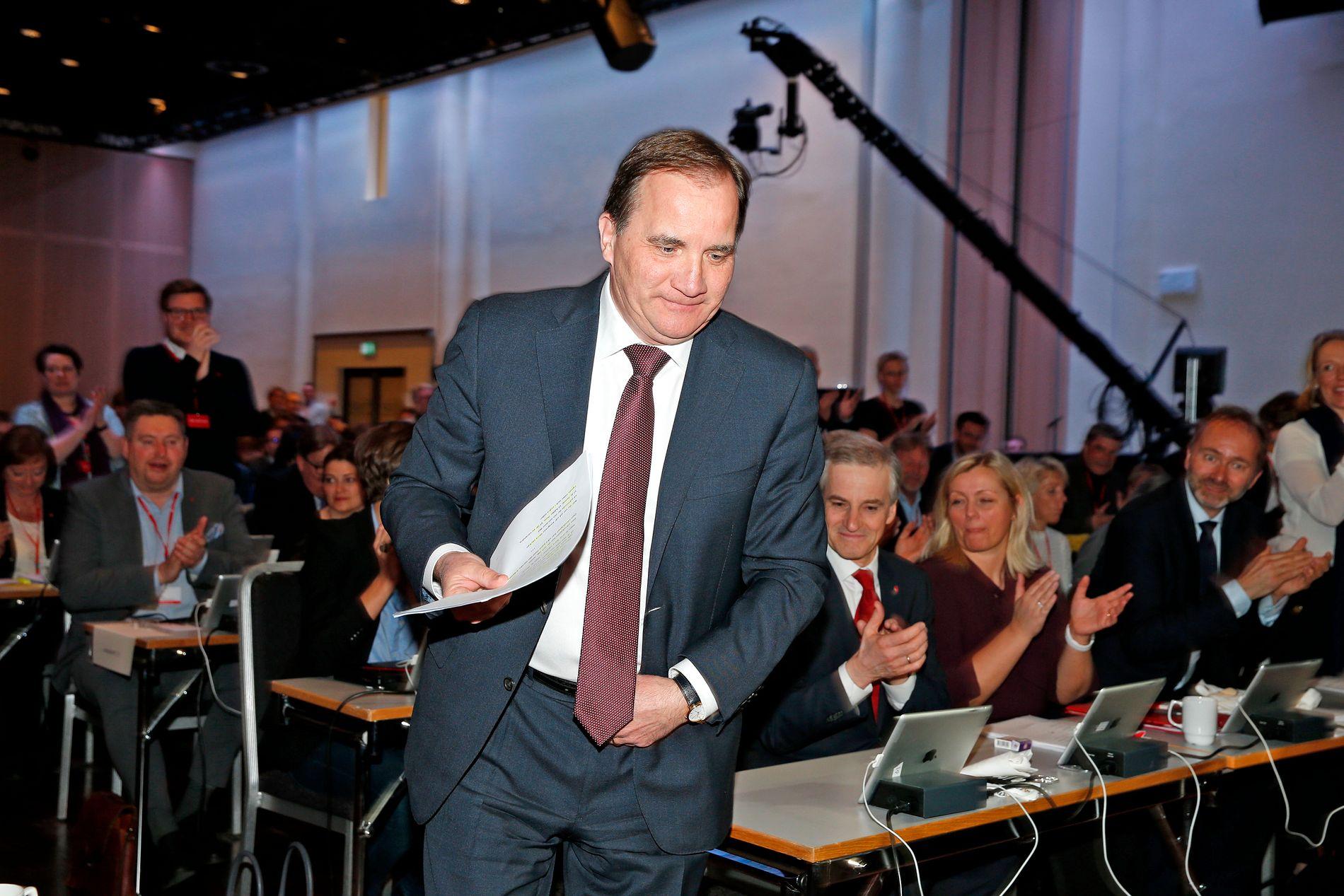 MISTILLITSFORSLAG: Sveriges statsminister Stefan Löfven må nå svare for kritikken i det flere av de svenske partiene, på begge sider, vurderer å stille hans regjering til mistillit. Her på Arbeiderpartiets landsmøte i april.