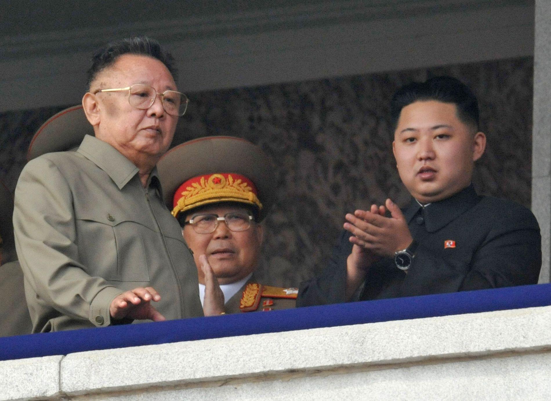 VILLE TIL VESTEN: Far og sønn, Kim Jong-un og Kim Jong-il, skal på 90-tallet ha søkt visum til vestlige land.