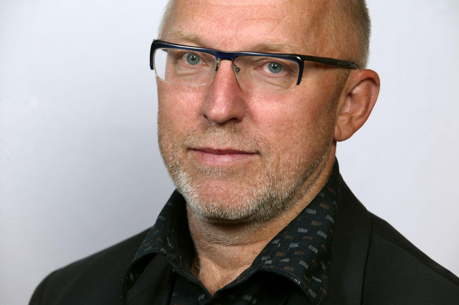Mediekritiker, kommentator og tidligere redaktør Sven Egil Omdal har gått gjennom bilder bildearkivet til Scanpix for å se om Listhaug tidligere gikk med kors rundt halsen. Ifølge han har det bare skjedd en gang.