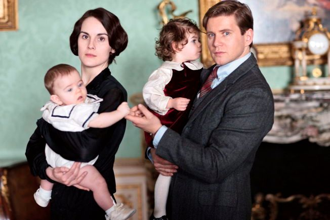 FORTROLIGE I SERIEN, VENNER PRIVAT: Det var Allen Leech som spiller Tom i «Downton Abbey» som introduserte  Michelle Dockery for John Dineen og som ble hennes forlovede.