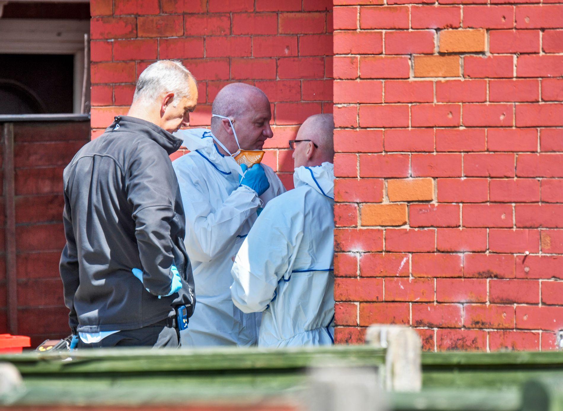 POLITIAKSJON: Politiet aksjonerer i Chorlton i Manchester etter nattens terrorangrep.