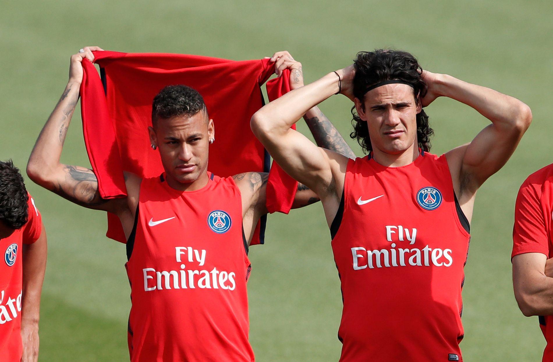 STRAFFEKRANGEL: Neymar (t.v.) og Edinson Cavani, her på PSG-trening i august, kranglet nylig om et straffespark. Nå skal konflikten ha nådd nye høyder.