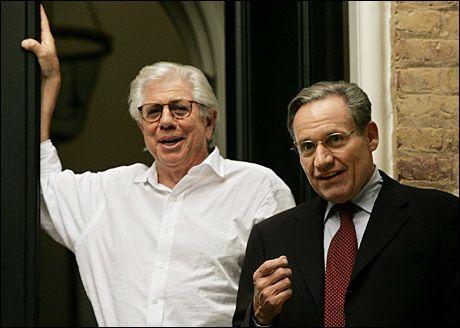 GRAVEJOURNALISTER: Bob Woodward (t.h.) og Carl Bernstein jobbet begge for Washington Post da de avslørte Watergate-skandalen. Foto: AFP