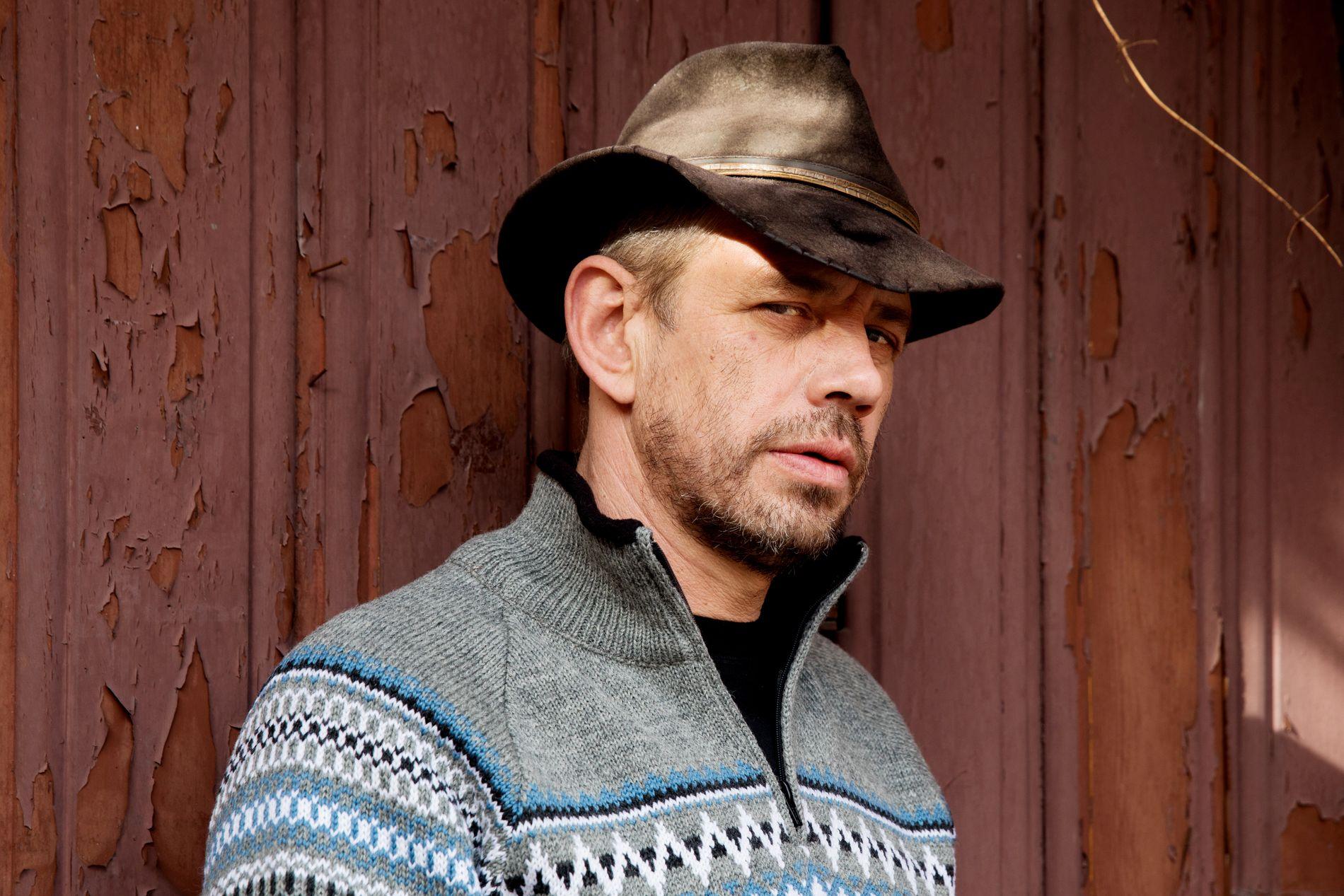 «FARMEN»-VINNEREN: Leif Einar Lothe ble rikskjendis etter seieren i «Farmen kjendis». Da VG møter ham til intervju, stiller han selvfølgelig i egen Lothepus-genser, som han selger gjennom Dale Garn.