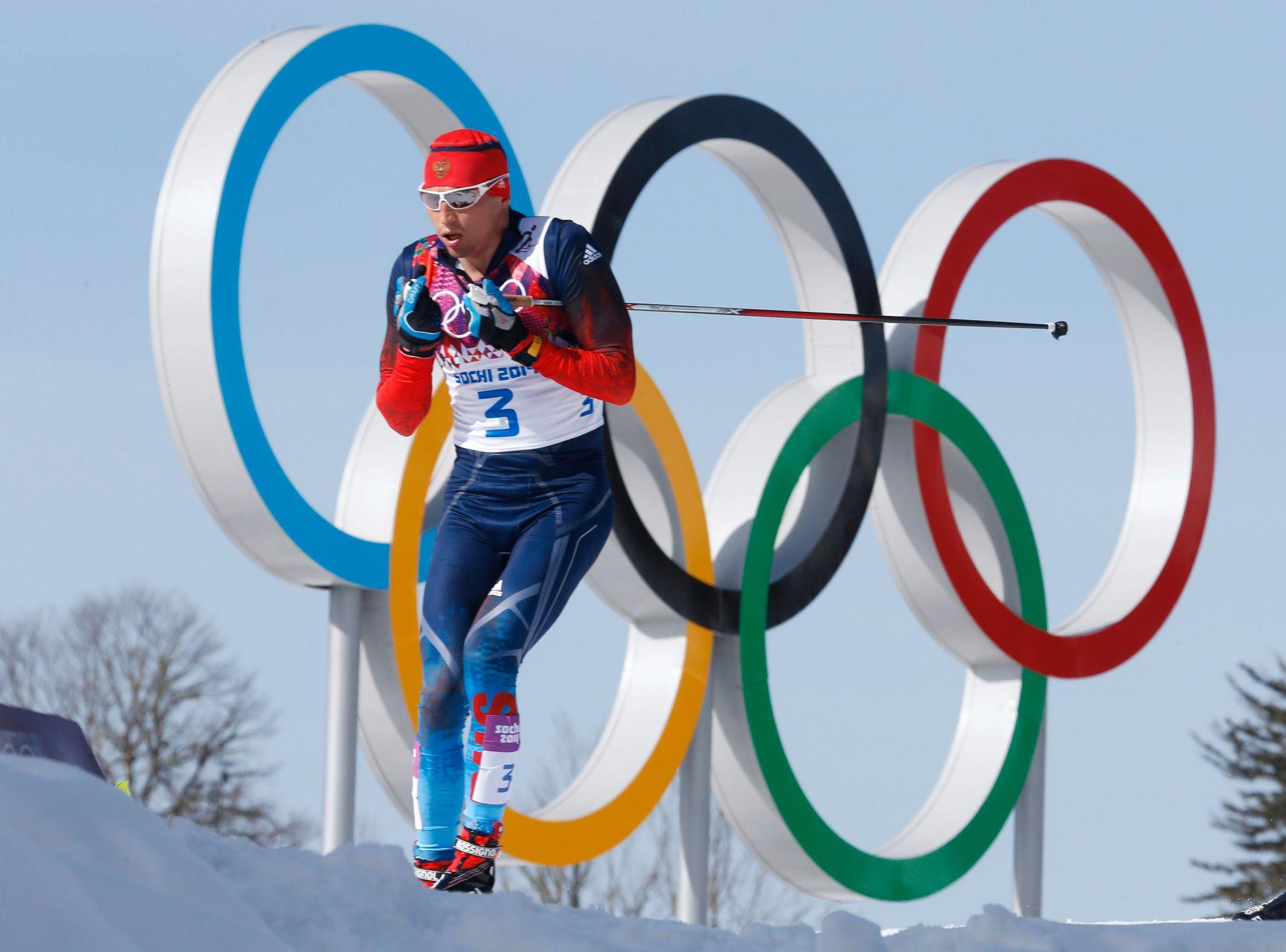 TOK GULL: Aleksandr Legkov tok gull på 50 kilometer langrenn under OL i Sotsji i 2014. Nå kjemper han for å få delta i lekene i Sør-Korea om under fire måneder.