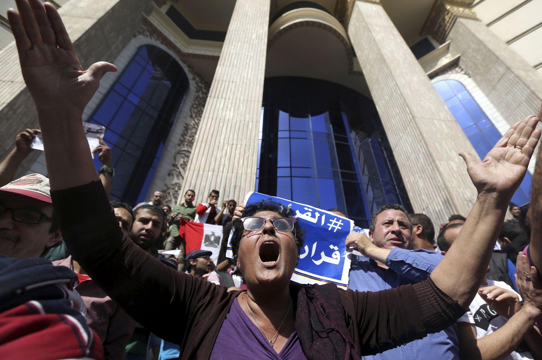 SINTE: Egyptiske aktivister i harnisk over øy-gaven til Saudi-Arabia.