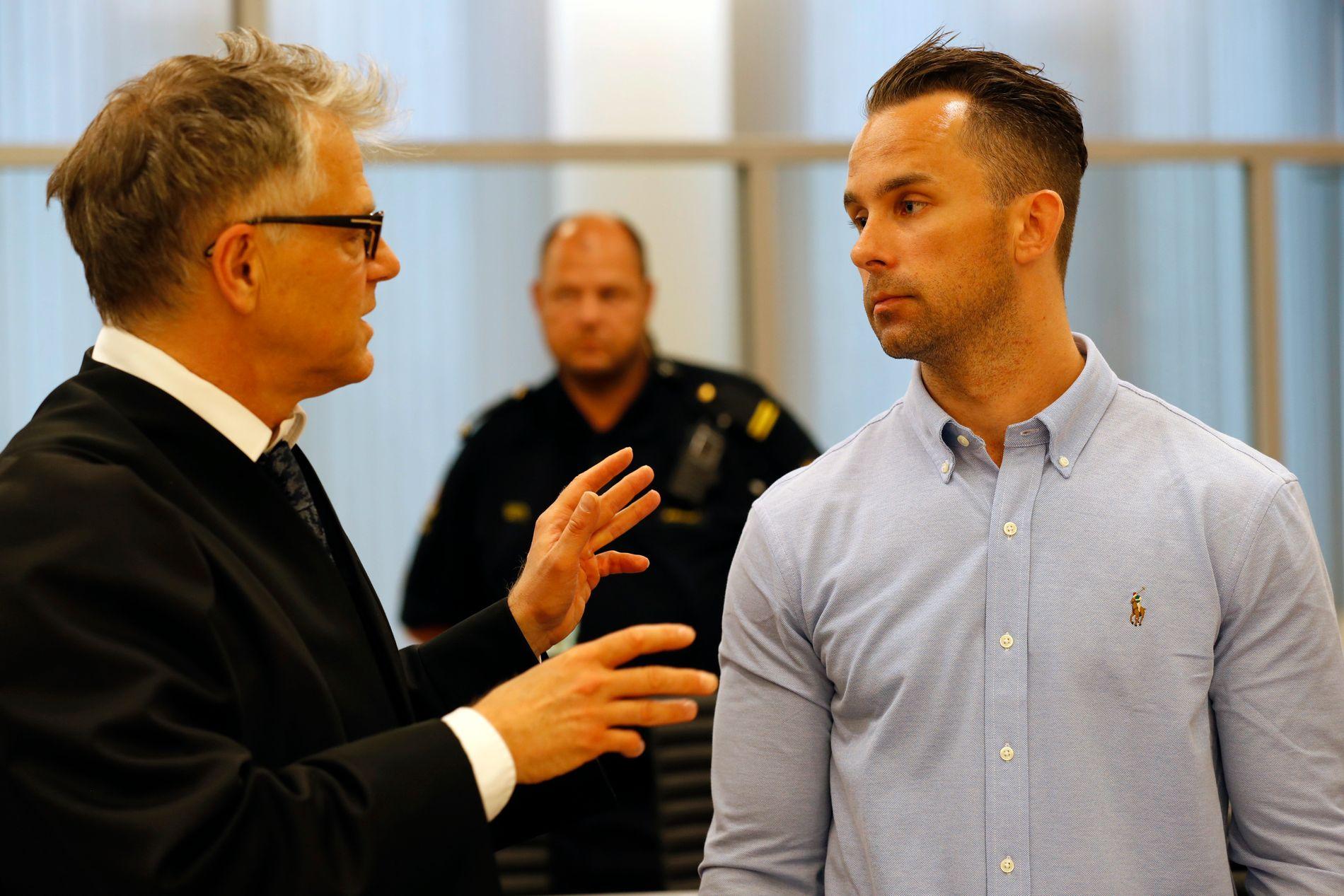 DRAPSTILTALT: Marius Groth (35) i Oslo tingrett sammen med sin forsvarer Øystein Storrvik.