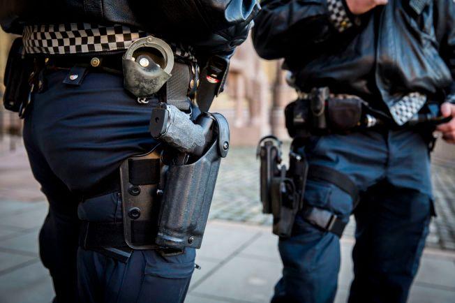 IKKE LENGER: Politiet bærer ikke lenger ladde våpen, men oppbevarer dem i patruljebilene i tilfelle de skulle få bruk for det.