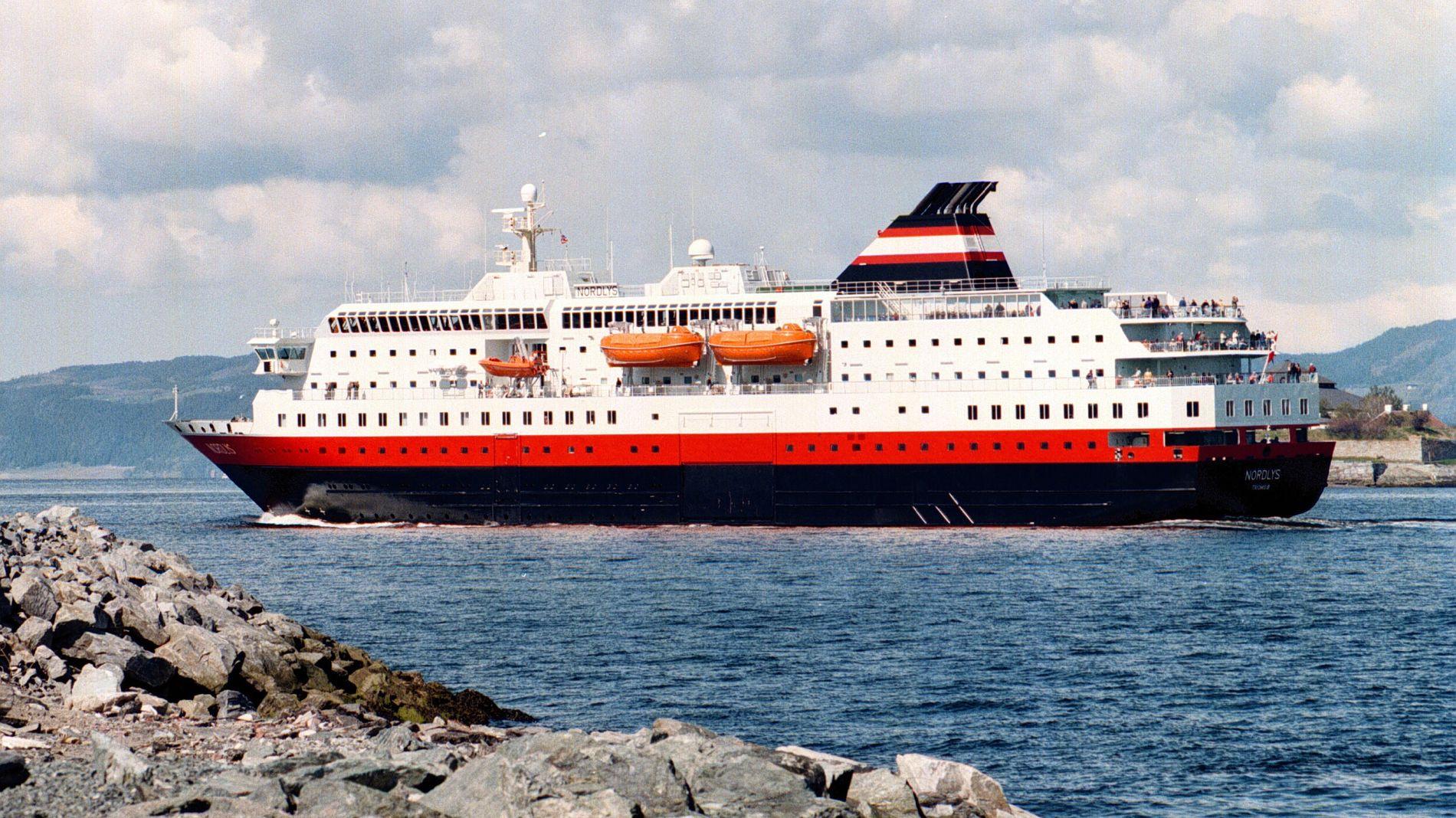 Arkivbilde av MS Nordlys på tur nordover fra Trondheim. Skipet ble bygget i 1994, har 482 køyer og 50 bilplasser.