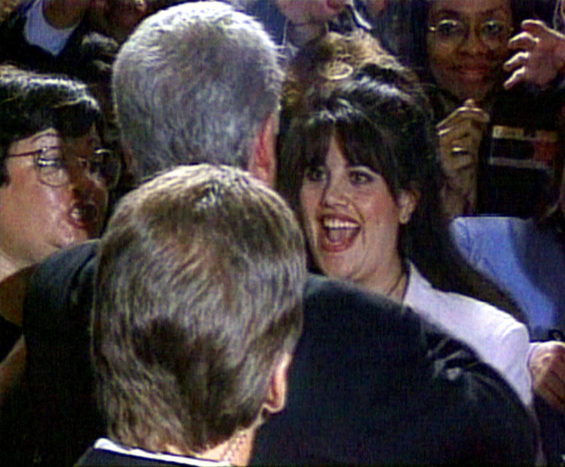 1998: Bill Clinton og Monica Lewinsky på en veldedighetsgalla i Washington.
