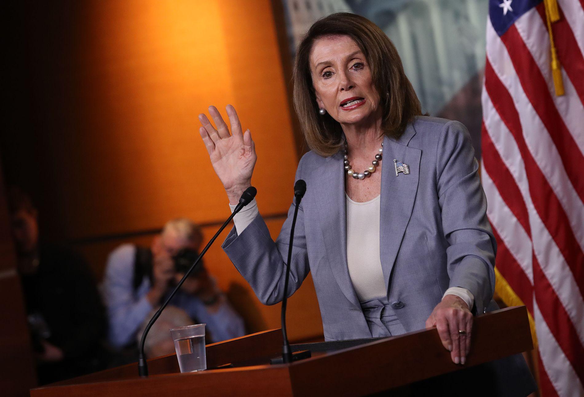 TRUER TRUMP: Nancy Pelosi sier at USA er i en konstitusjonell krise.