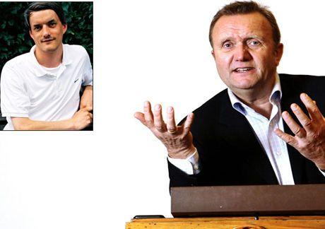 IMPONERT: PR-guru Kjell Terje Ringdal og litteraturekspert og Vinduet-sjef Audun Vinger roser Per Kristiansens arbeid. Foto: SCANPIX
