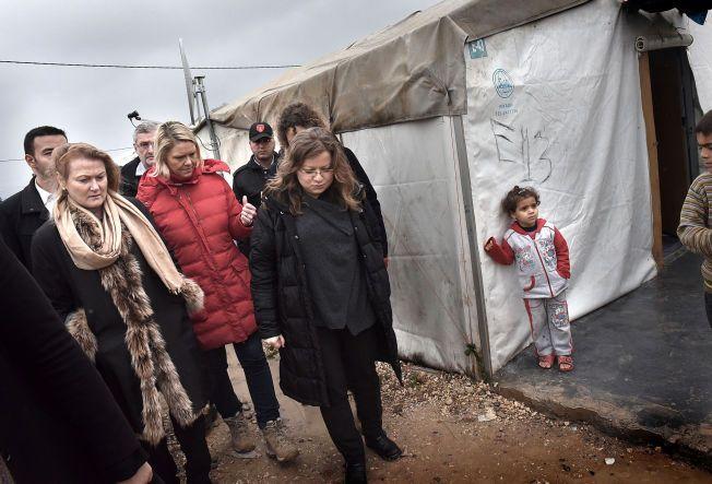 BESØK I LEIREN: Innvandrings- og integreringsminister, Sylvi Listhaug og følget hennes tilbrakte flere timer i flyktningeleiren, Nizip1. En av de 25 flyktningeleirene som er etablert i ti tyrkiske byer. Foto: HARALD HENDEN, VG