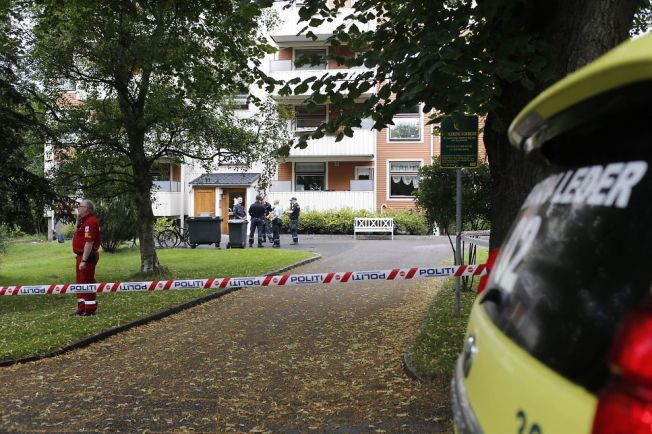 HØRTE SKRIK: En mann i 30-årene ble sendt til sykehus med stikkskader søndag ettermiddag. Ifølge politiet skal naboer ha hørt høye skrik og rop fra leiligheten på Bjerke. Foto: Fredrik Solstad