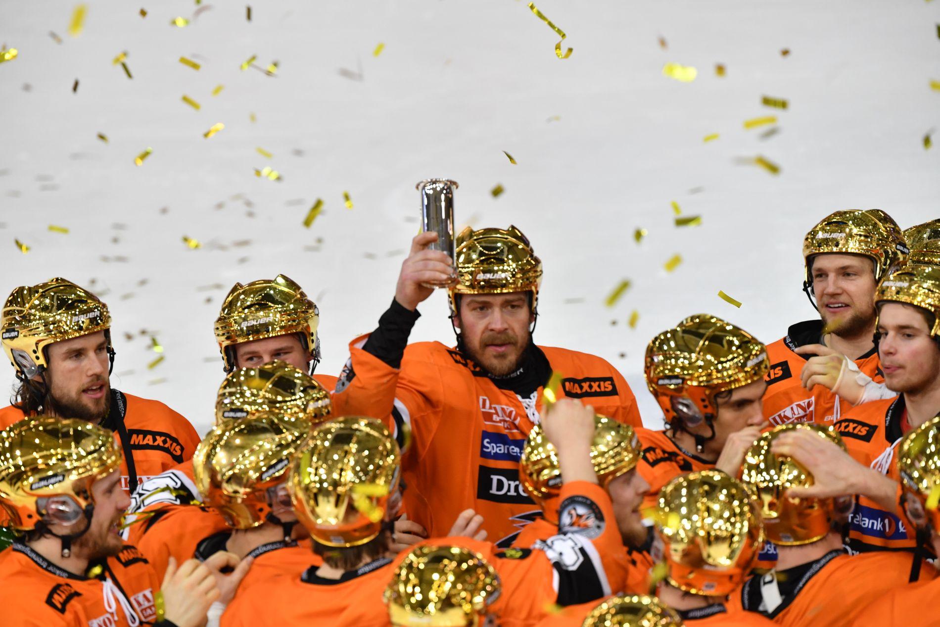 NORSK MESTER: Lagkaptein Anders Bastiansen og hans Frisk Asker kunne heve kongepokalen etter finaleseieren over Storhamar i NM-sluttspillet for et par måneder siden.