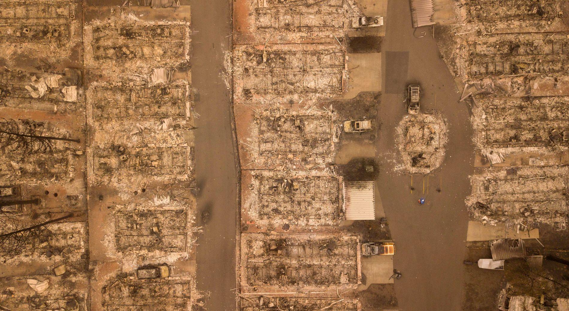 JEVNET MED JORDEN: Slik ser et nabolag i byen Paradise ut etter brannens herjinger.