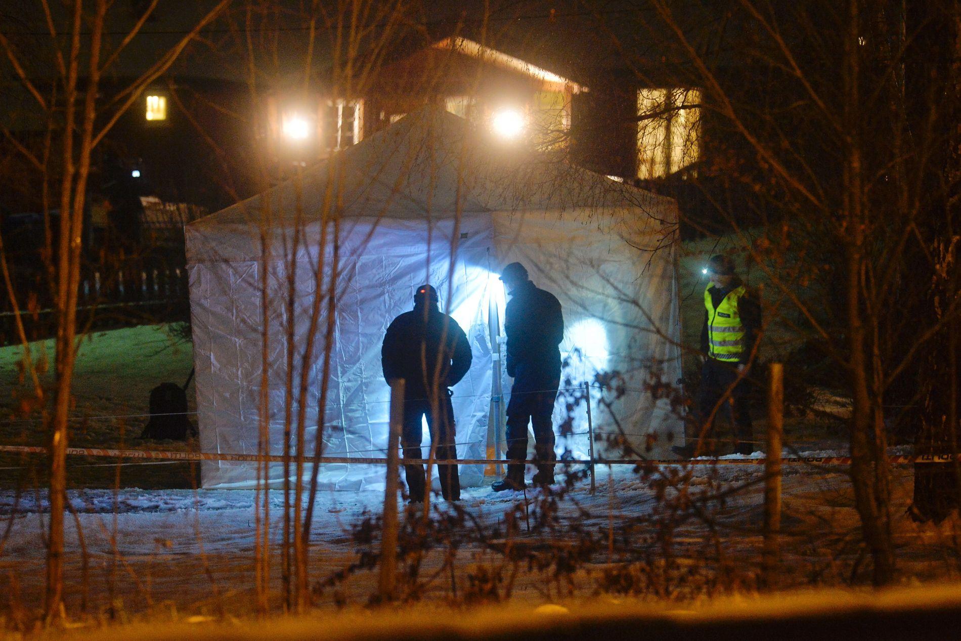 BOLIGFELT: Knivdrapet fant sted i et boligfelt på Vinstra. Her arbeider politiet på åstedet.