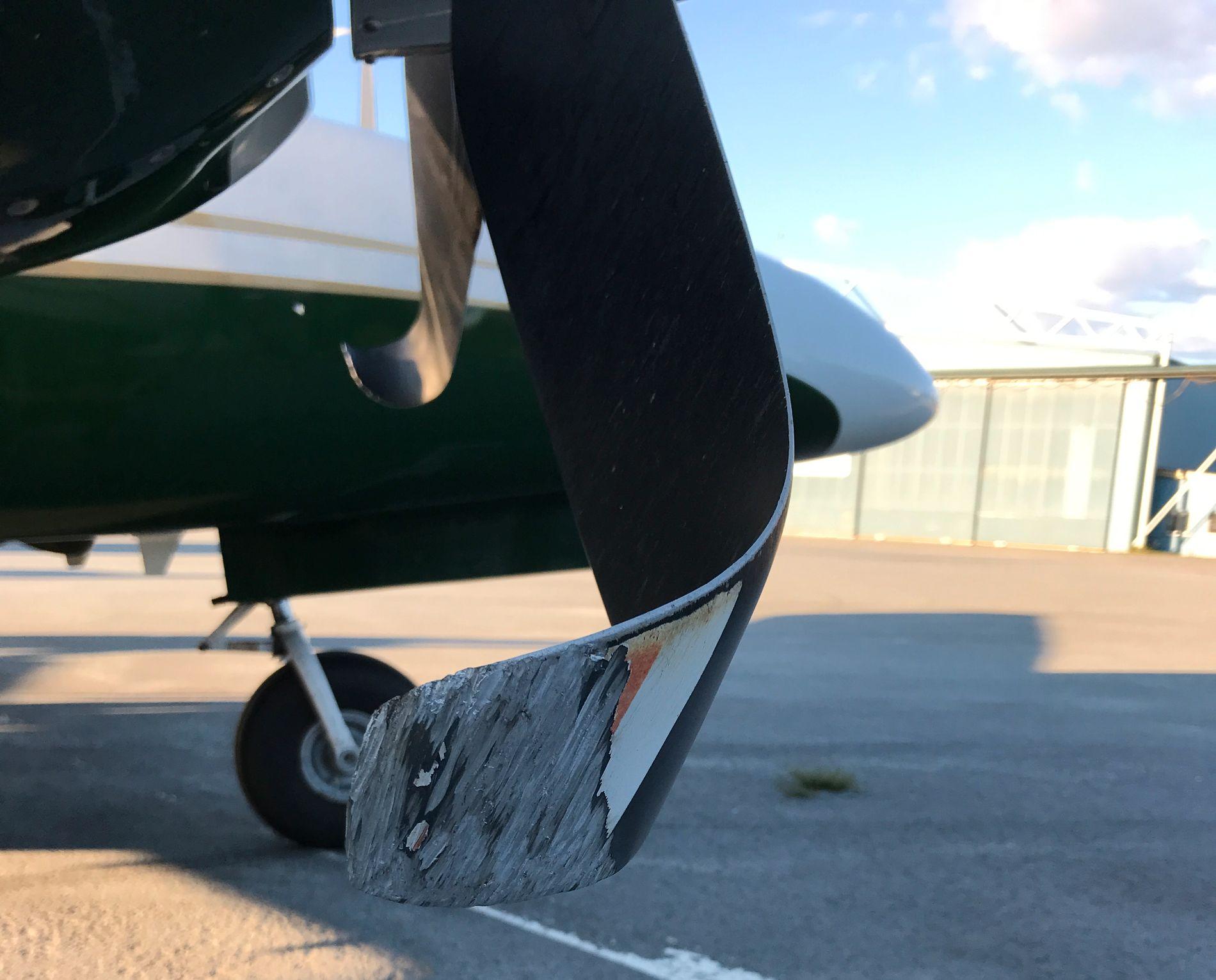 BLE BØYD: Slik så propellene ut etter at tyskeren hadde dratt i feil håndtak ved landing på Leknes lufthavn.