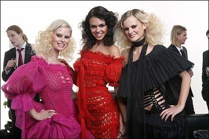 TAPTE FINALEN: Svenske Freja (i midten) vant årets Top Model. Norske Therese (t.v.) og danske Anna gjorde det begge bra på den siste fotoshooten igår. Foto: TV3
