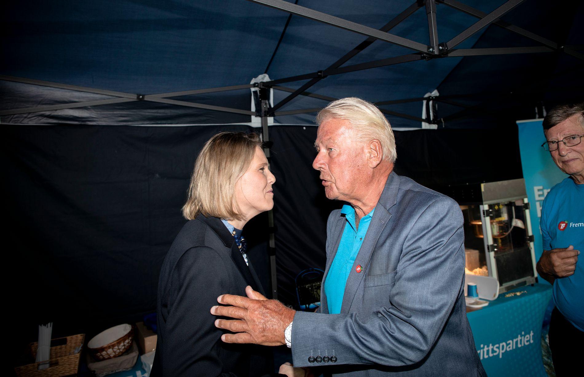 GLEDER SEG TIL SYLVI-COMEBACK: Carl I. Hagen, her sammen med Sylvi Listhaug i 2018, er fornøyd med nyheten om at Sylvi Listhaug overtar som eldre- og folkehelseminister.