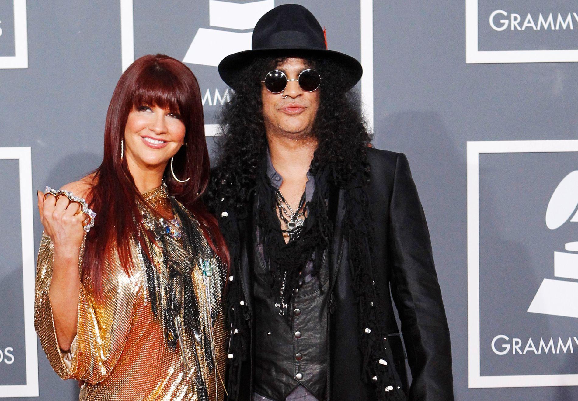 SKILLES: Slash (Saul Hudson) søkte om skilsmisse fra Perla Ferrar i 2014. Her er de sammen under Grammy Awards i 2010.