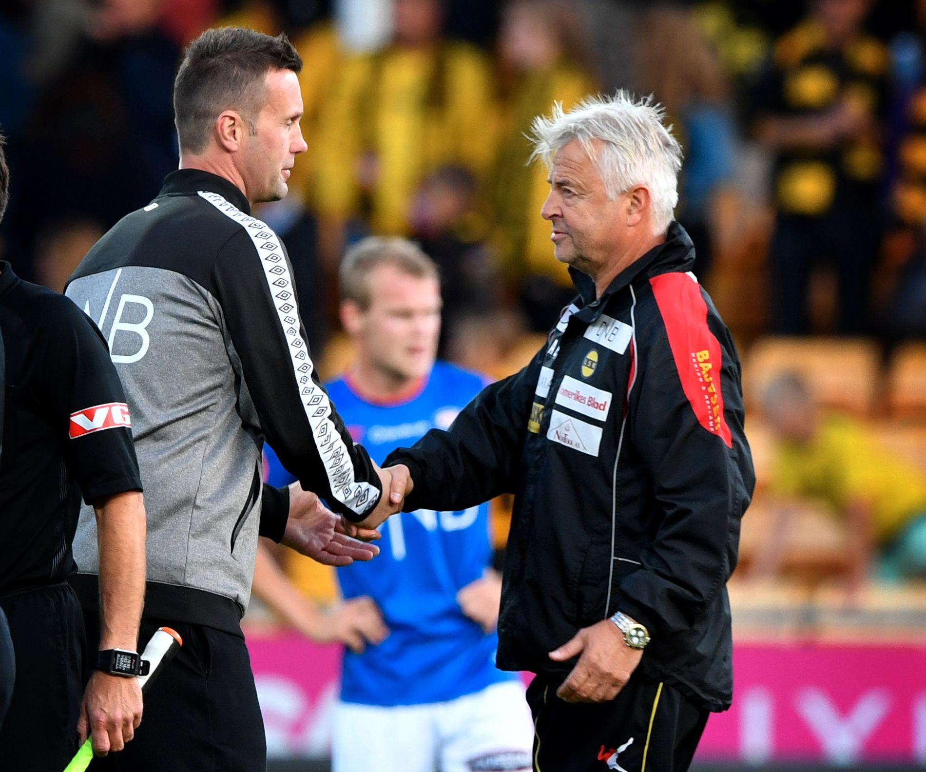 SLIPPER MED SKREKKEN: Vålerengas trener Ronny Deila og Lillestrøms trener Arne Erlandsen etter at LSK vant 2-1 tidligere i år. Ifølge eksperter overlever de i Eliteserien.