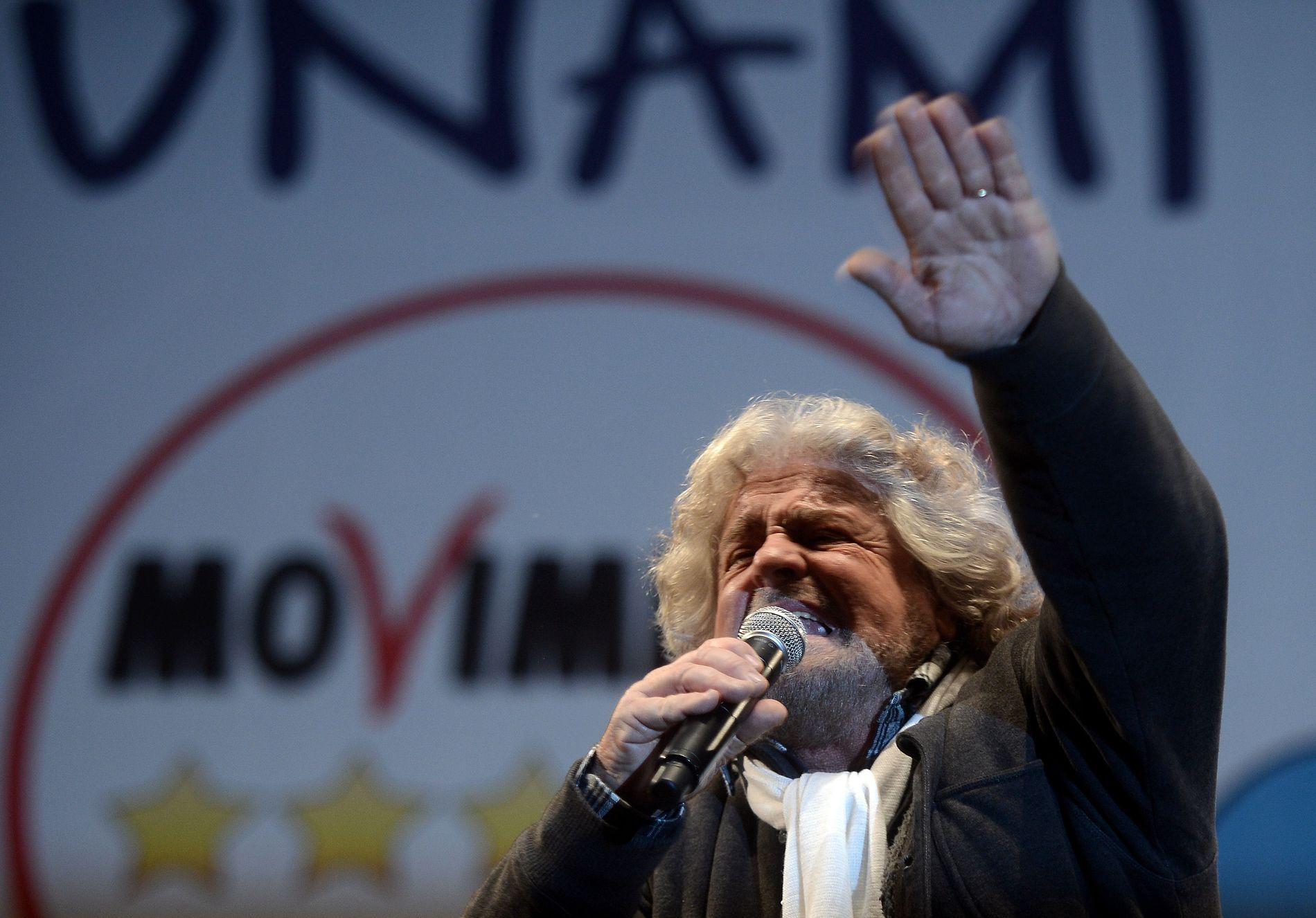 BEPPE GRILLO: Hadde 800 000 tilhørere i sin hule hånd under det siste valgkampmøtet på Piazza San Giovanni 22. februar 2013. Hans populistiske Femsjternerbevegelse fikk 25 prosent av stemmene i parlamenstvalget.
