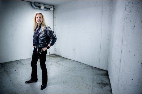 GÅR SOLO: - Jeg har bare godt å si om Norge, men samtidig - Norge er ikke hele verden, sier Tony Mills, som nå forlater TNT for å stake ut sin egen solokarriere. Foto: Krister Sørbø