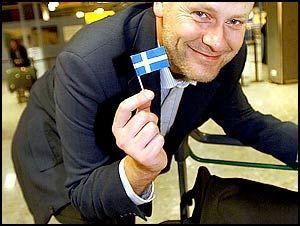 Den kjente svenske platedirektøren og Fames manager Bert Karlsson er rasende: