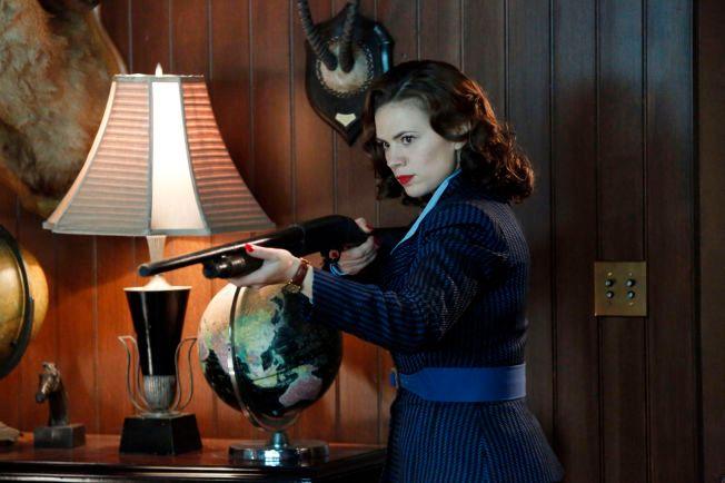 TREFFSIKKER: Hayley Atwell som Peggy Carter i «Agent Carter».