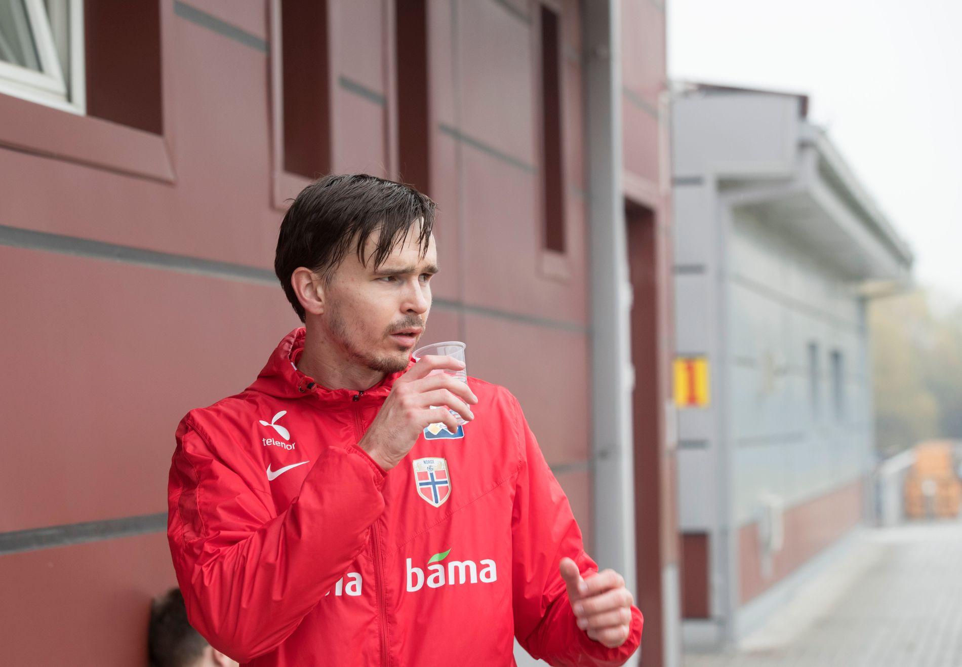 FIKK KRITIKK: Denne uken gikk L'Équipe-journalist Bernard Lions hardt ut mot Ole Selnæs, her under landslagstreningen onsdag. Nå blir trønderen tatt i forsvar av flere.