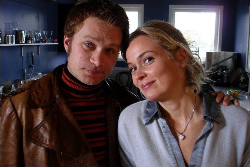MYSTERIET KIM: Kim (Edward Schultheiss) og Marit (Line Verndal) i Himmelblå har tatt tv-seerne med storm. I 2010 fortsetter NRK-serien. Foto: NRK