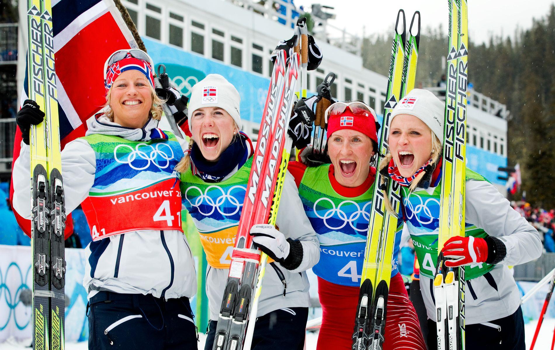 VANT DET STØRSTE SAMMEN: Vibeke Skofterud, Kristin Størmer Steira, Marit Bjørgen og Therese Johaug jubler foran fotografene. Det er ikke så rart. De har akkurat vunnet OL-gull under stafetten i Vancouver.
