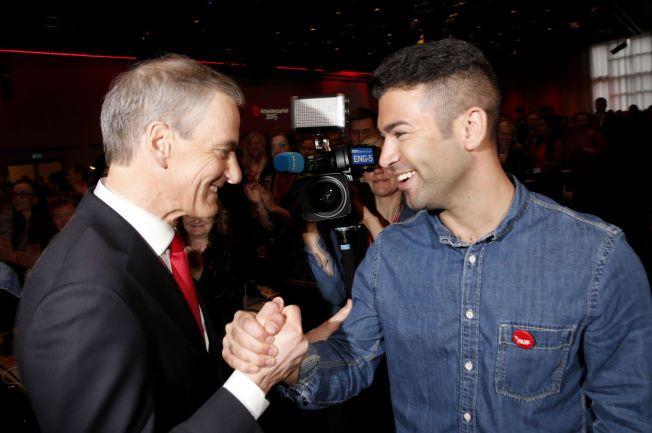 AUF JUBLER: Partileder Jonas Gahr Støre (t.v.) sammen med AUF-leder Mani Hussaini etter åpningen av landsmøtet i Arbeiderpartiet torsdag.