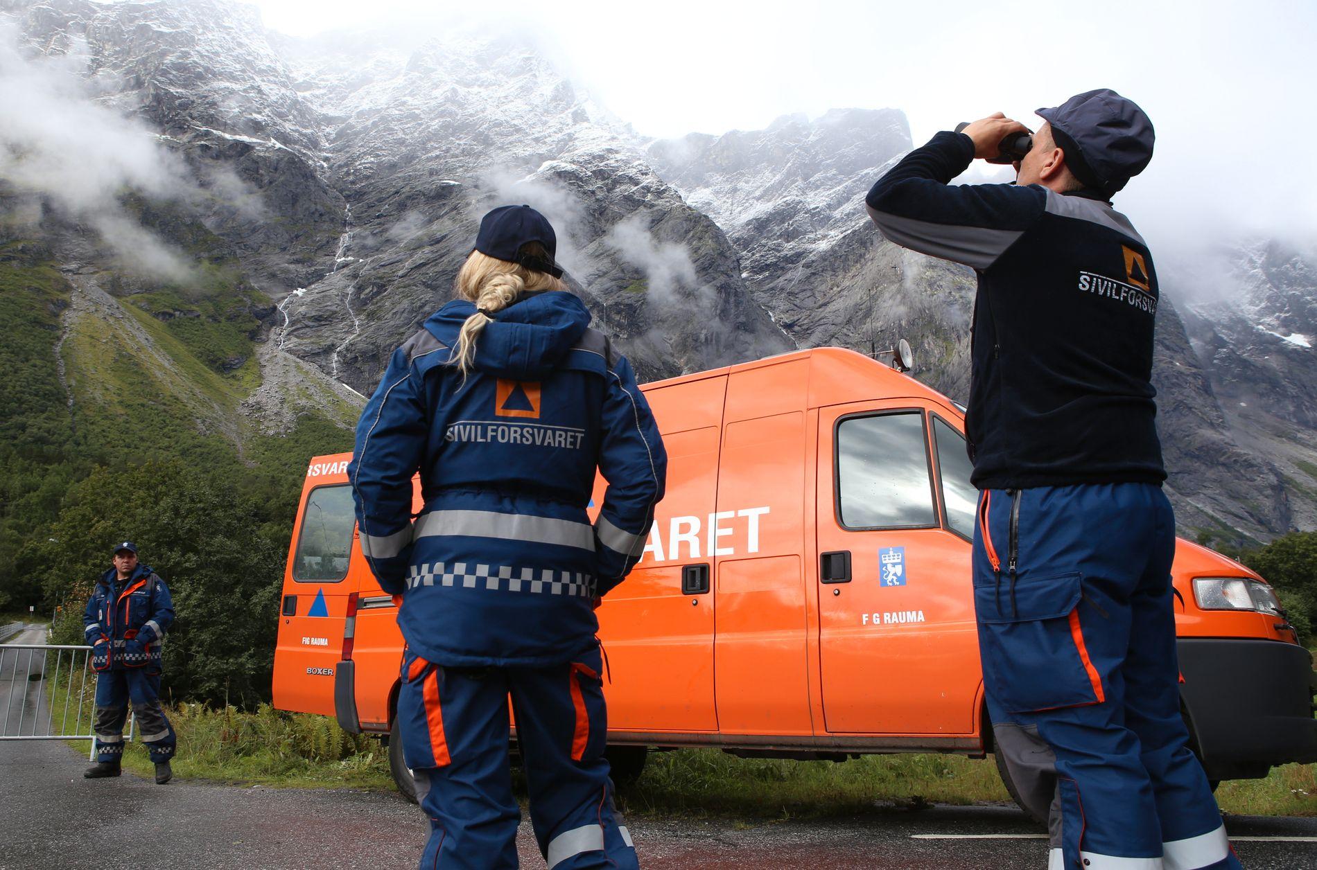 GAMMELT UTSTYR: Flere distrikt i Sivilforsvarer mener de sliter med gammelt utstyr. Her fra evakuering ved «Mannen» i Rauma kommune i Møre og Romsdal i 2016.