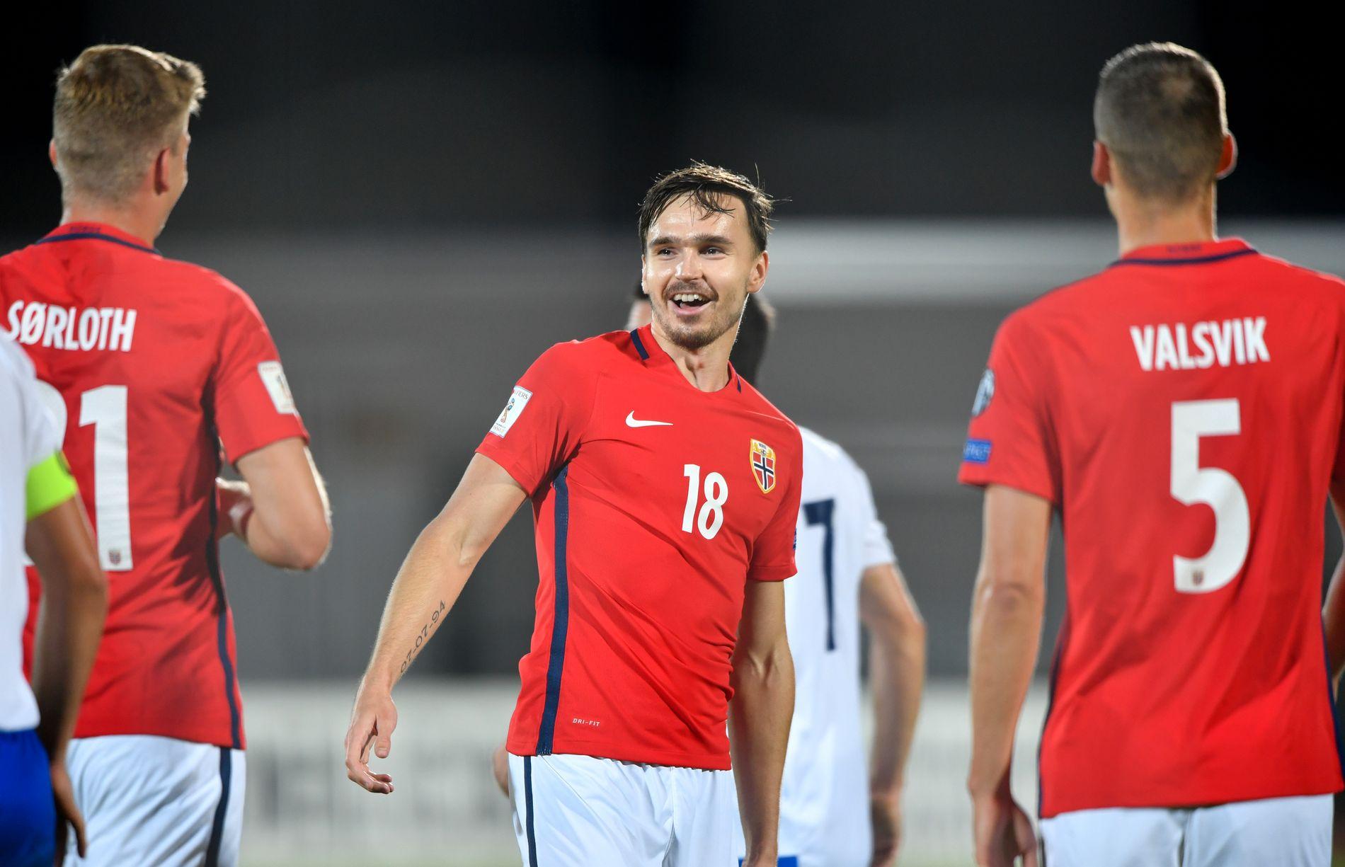 ENGLAND-AKTUELL: Ole Selnæs, som her gliser etter sin debutscoring for landslaget mot San Marino i oktober 2017.
