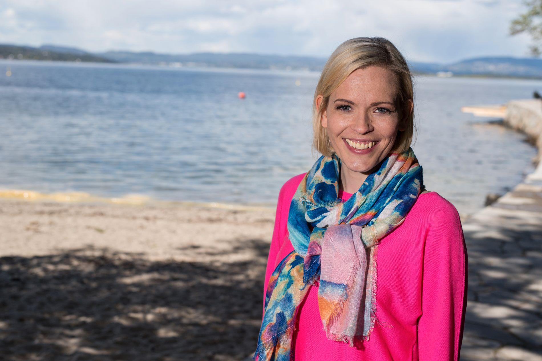 Carina Olset, her fra en bildeseanse i 2015 før programlederjobben for «Sommeråpent» på NRK.