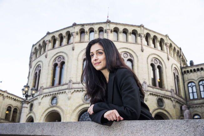 NORSK POLITIKER: – Hadia Tajik er en norsk politiker. La henne være norsk, og ikke krev ting fra henne som vi ikke ville ha krevd av andre norske politiker, skriver kronikkforfatterne.
