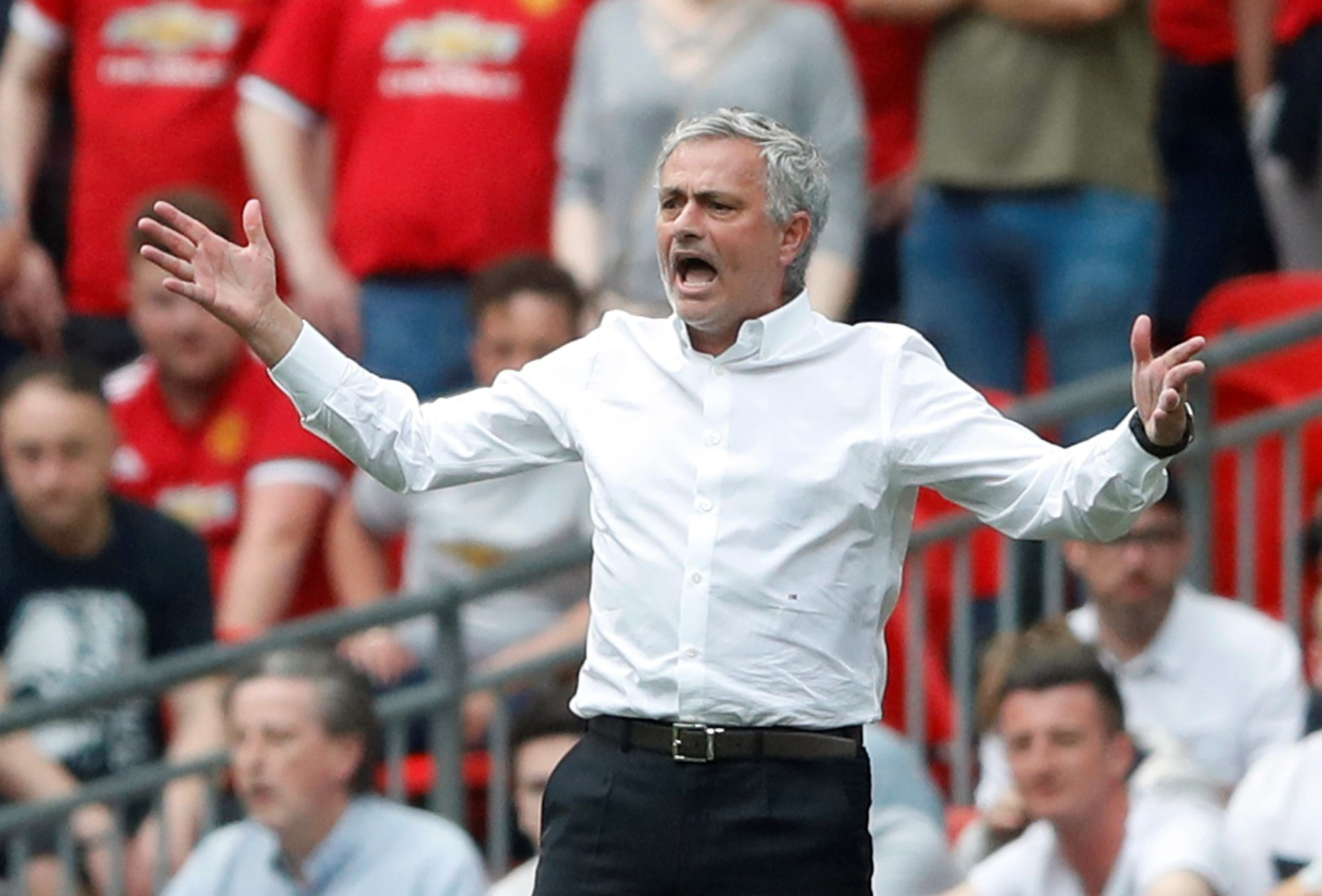 FINALEKLAR: Det manglet ikke på engasjement hos José Mourinho under FA cup-semifinalen mot Tottenham på Wembley lørdag.
