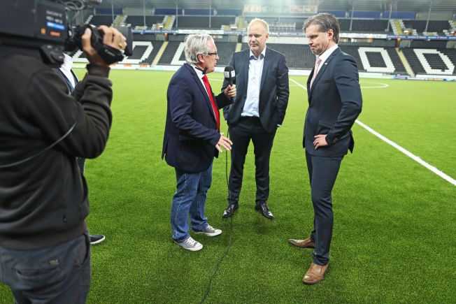 FESTER GREPET OM TIPPELIGAEN: TV 2-profil Davy Wathne blir å se på flere Tippeliga-arenaer denne sesongen. Her intervjuer han Odds Dag-Eilev Fagermo og Branns Rikard Norling etter en kamp i Skien i fjor. Sistnevnte er ikke en del av Tippeligaen i 2015.