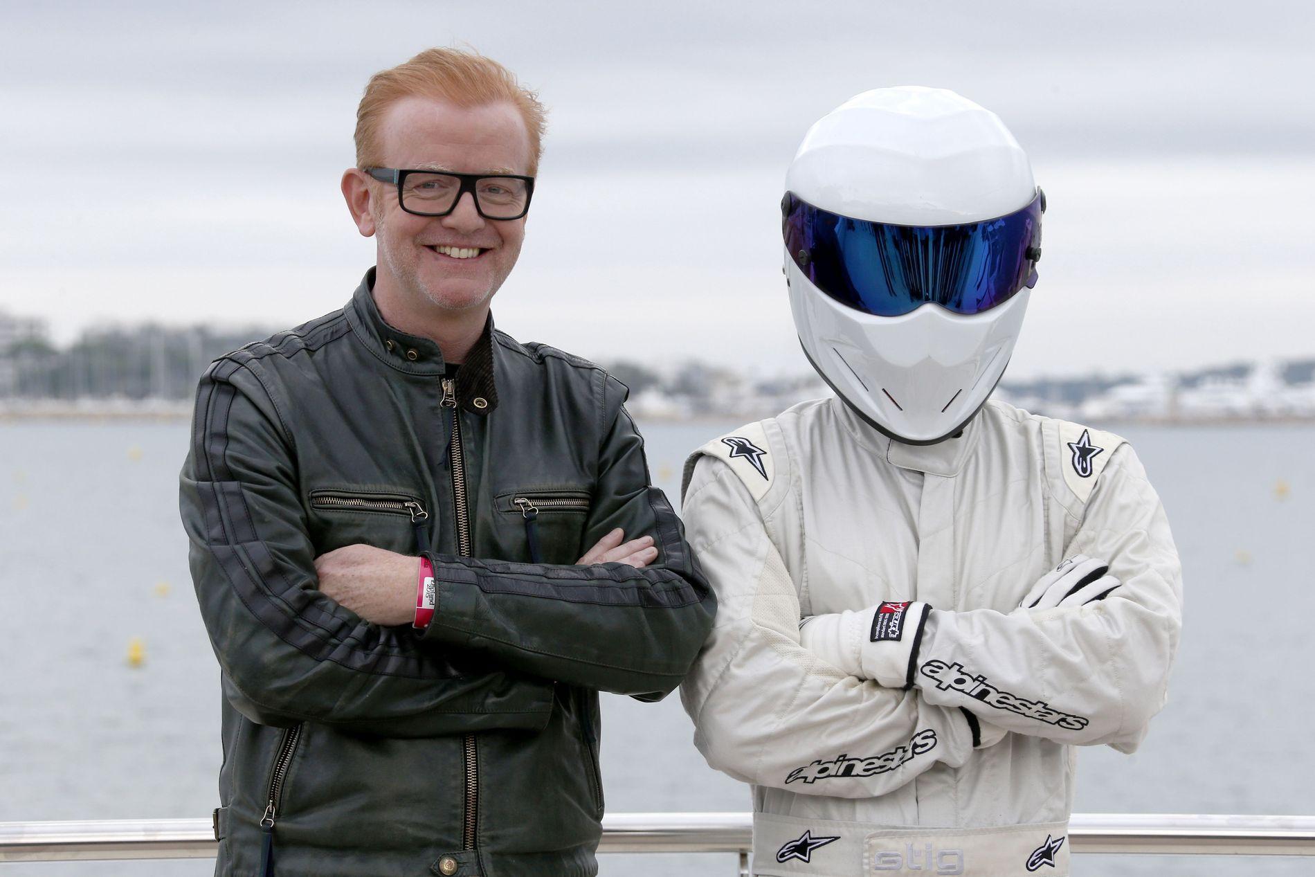 PRØVER Å HOLDE HUMØRET OPPE: Til tross for at seertallene var lave og kritikkene dårlige, prøver «Top Gear»-programleder Chris Evans å være offensiv og holde humøret oppe.