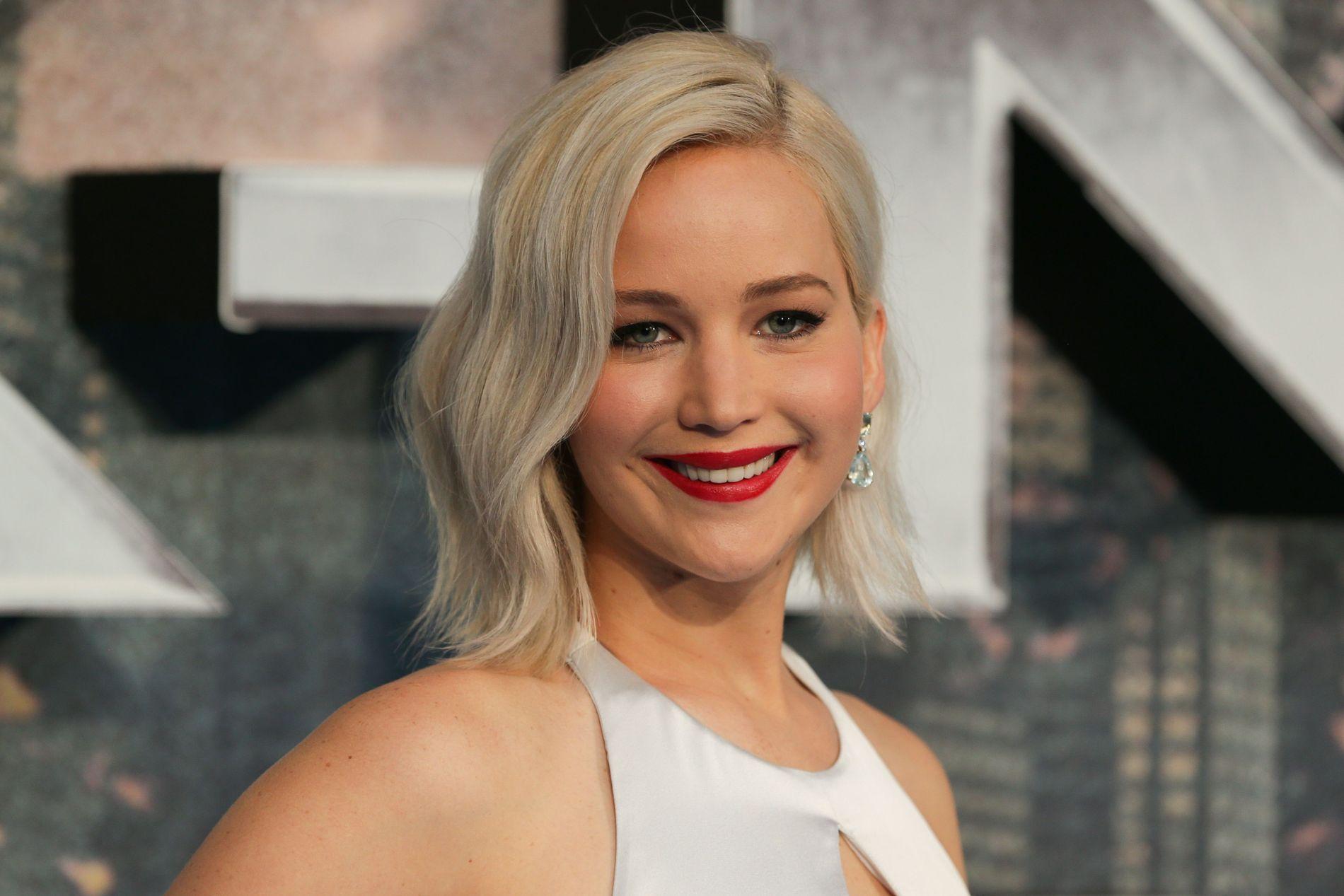 SMILER BREDT: Jennifer Lawrence på «X-Men: Apocalypse»-premiere i London i sommer. Nå topper hun best betalt-liste.