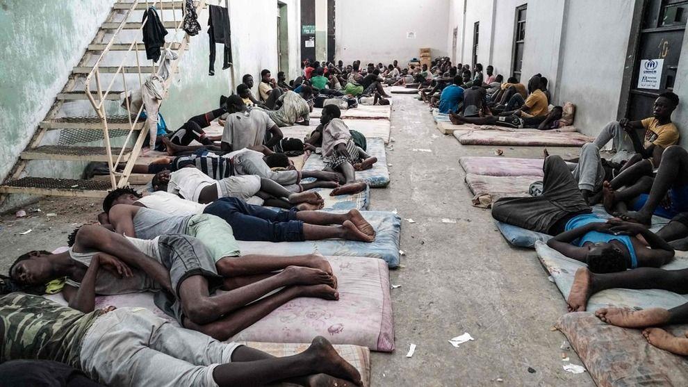 LEIR: Bildet er tatt i en leir for flyktninger og migranter i Zawiyah, fire mil vest for hovedstaden Tripoli i Libya.
