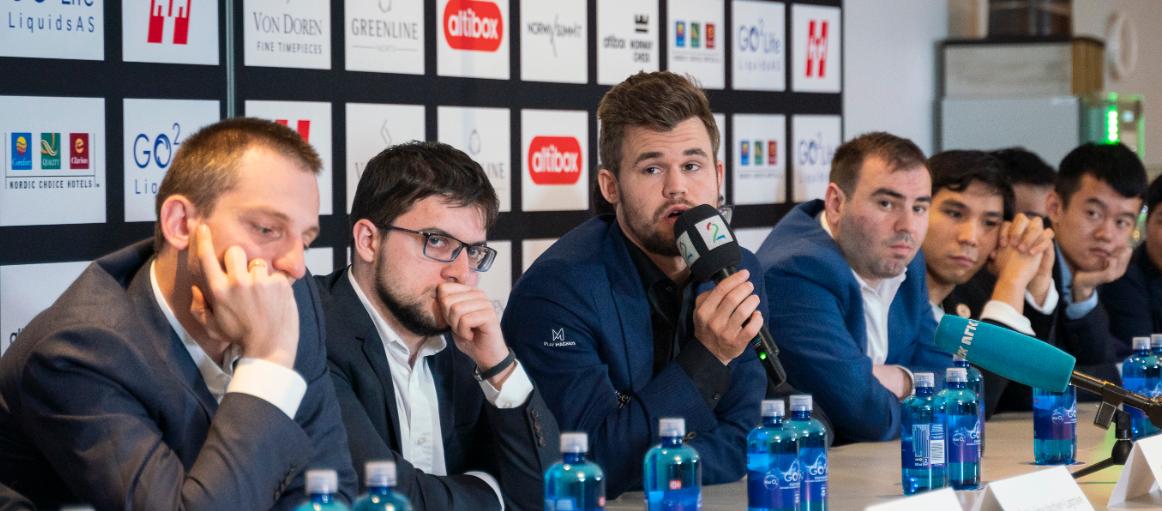 Magnus Carlsen og de andre verdenstoppene i Norway Chess må forholde seg til helt nye regler. Fra v.: Aleksandr Grisjtsjuk, Maxime Vachier-Lagrave, Magnus Carlsen, Shakhriyar Mamedyarov, Wesley So og Ding Liren.