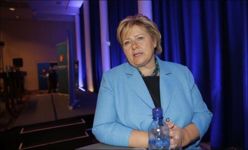 SLIPPER TROSHENSYNET: Påtroppende statsminister Erna Solberg (H) har sluppet å ta hensyn til statsrådenes religion i regjeringskabalen. Bildet er tatt under pressekonferansen på Sundvolden hotell torsdag. (Foto: FRODE HANSEN)