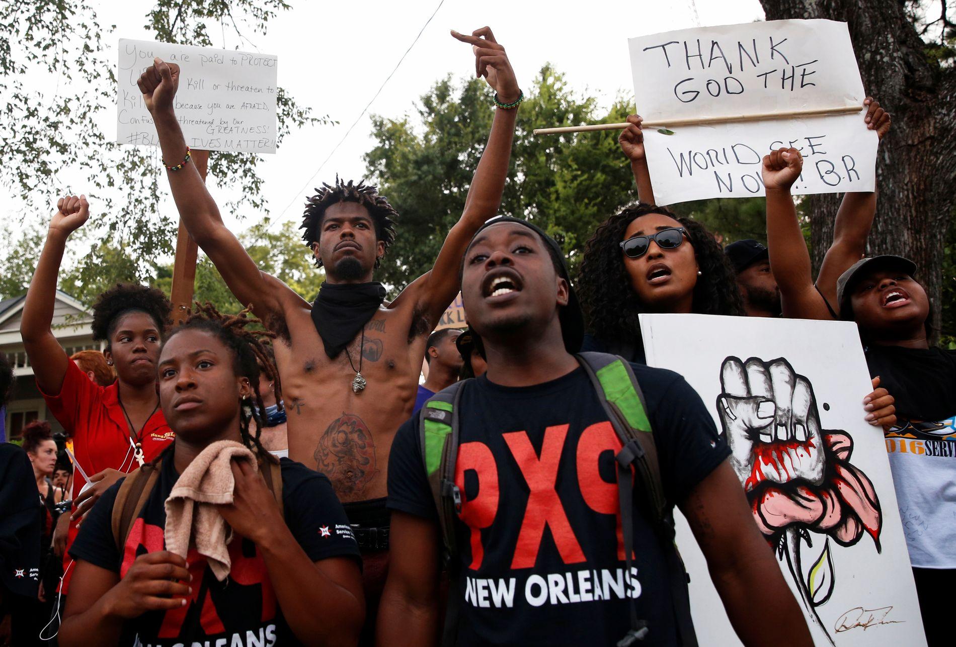 SINTE: De siste dagene har det vært flere demonstrasjoner mot politiet i Baton Rouge. Bildet er tatt mandag.
