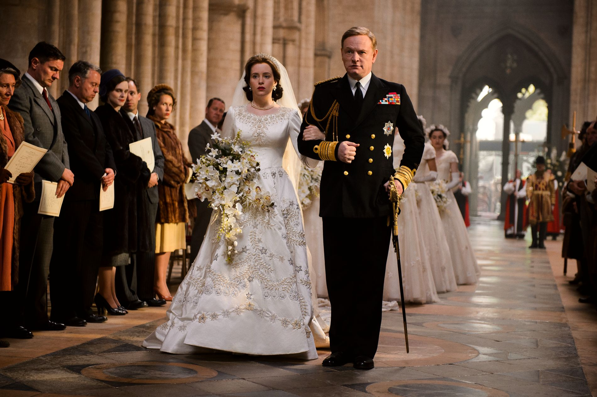 KOPIEN: Claire Foy som dronning Elizabeth og Jared Harris som hennes far, kong George VI i «The Crown»,