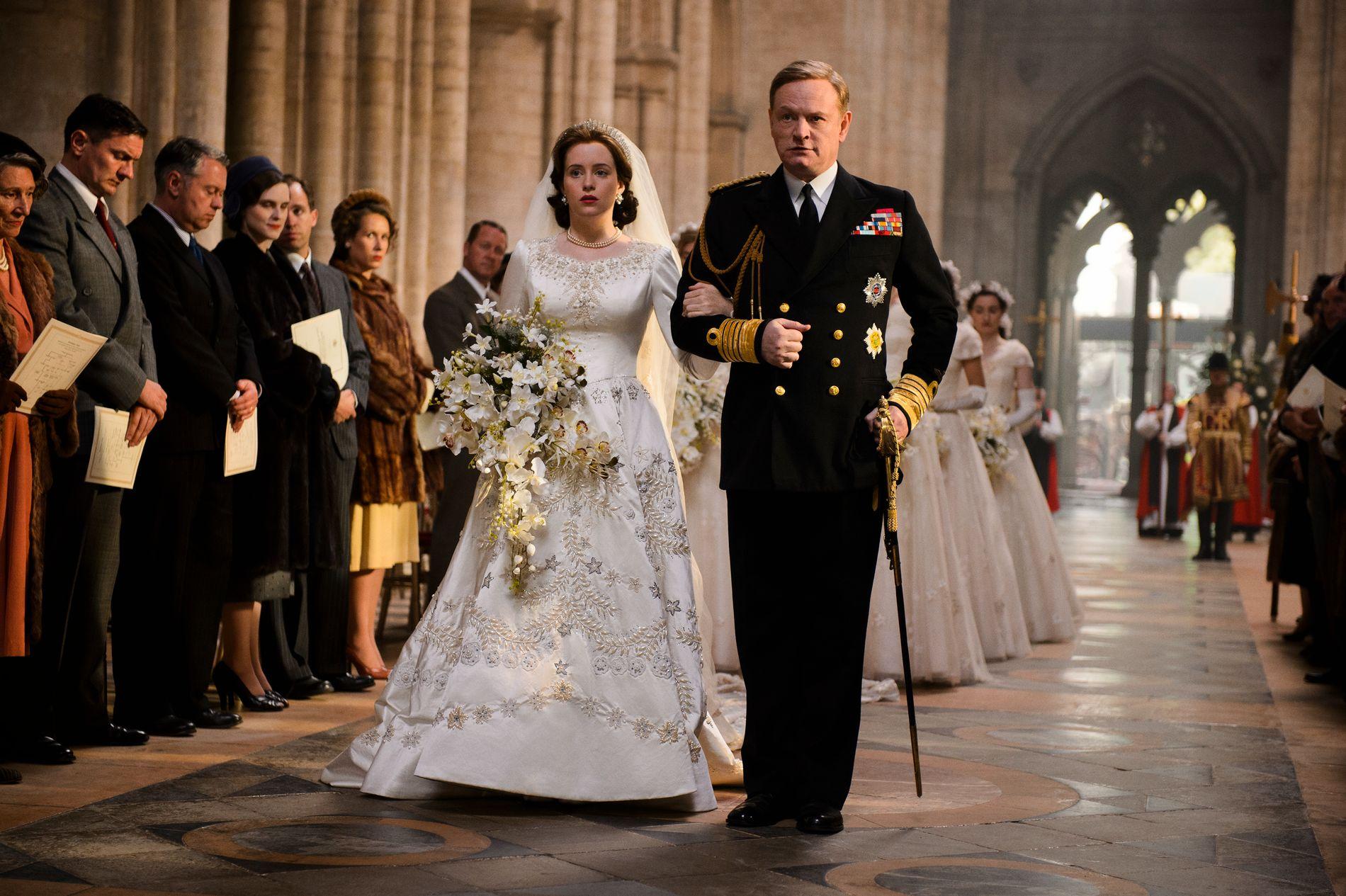 KOPIEN: Claire Foy som dronning Elizabeth og Jared Harris som hennes far, kong George VI i «The Crown»,